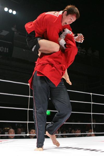 aoki-climbs-fedor
