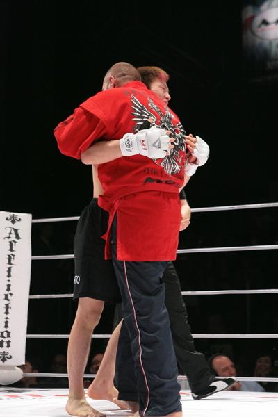 fedor-and-aoki-hug