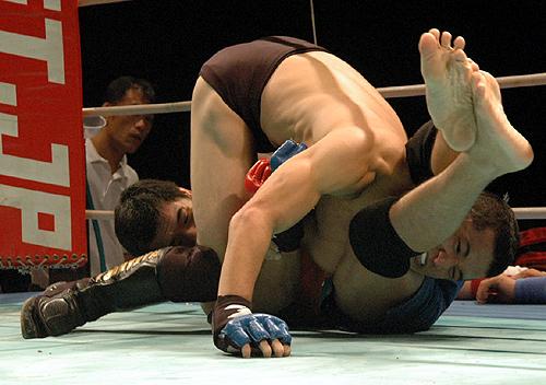 Naoyuki Kotani chokes Daisuke Nakamura