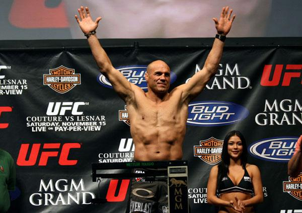 Randy-Couture-weigh-in