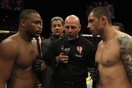Evans staredown Silva