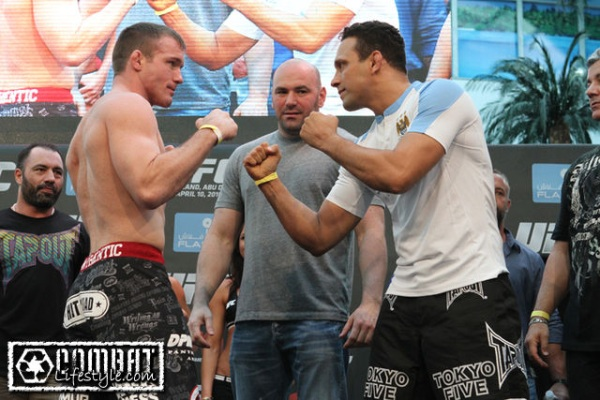 Hughes vs Gracie UFC 112 weigh in