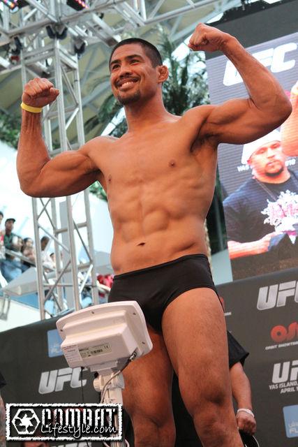 Mark Munoz UFC 112 weigh in