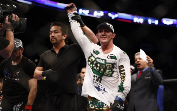 Gray Maynard wins UFC 118