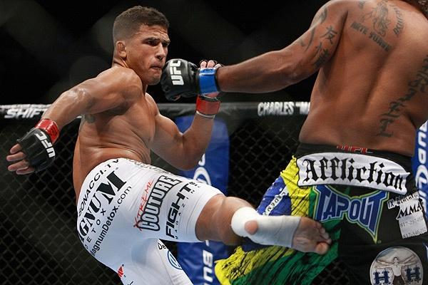 Tyson Griffin kick