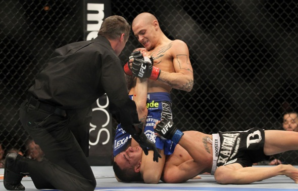 Poirier submits Holloway UFC 143 Photo