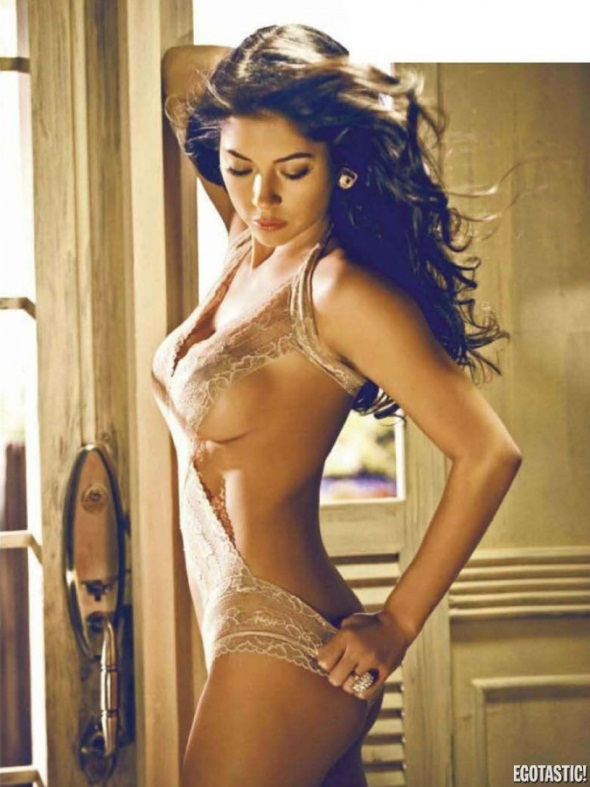 Arianny Celeste FHM Philippines May UFC Pic 11