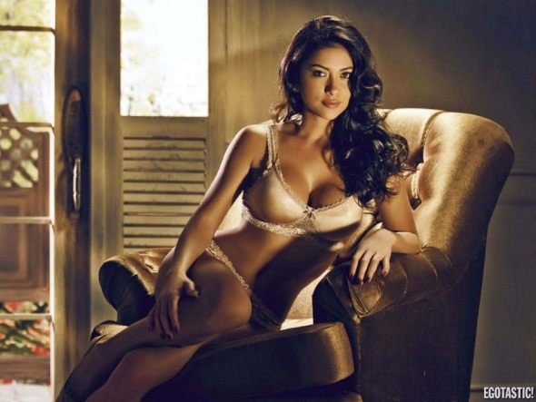 Arianny Celeste FHM Philippines May UFC Pic 15
