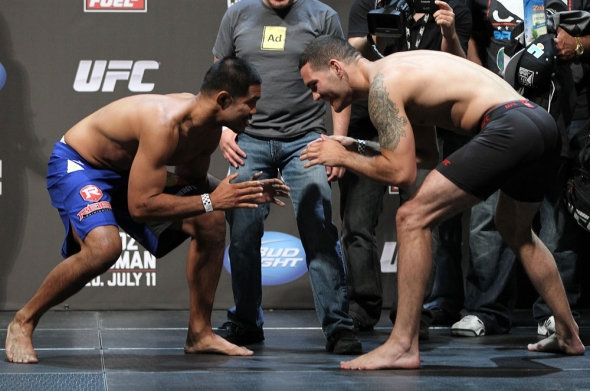 Munoz vs Weidman wrestling weigh in pic