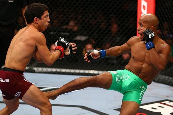 Johnson kicks Benavidez