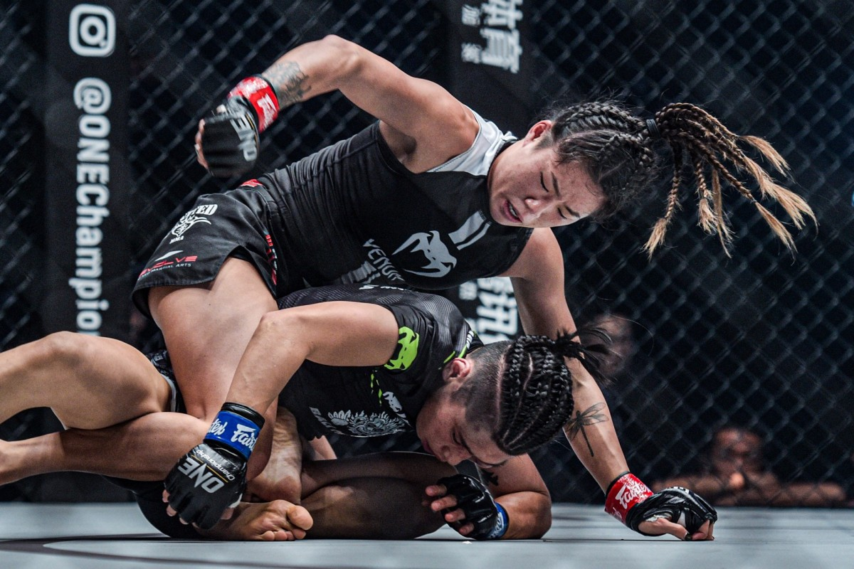 Angela Lee defeats Xiong atomweight title