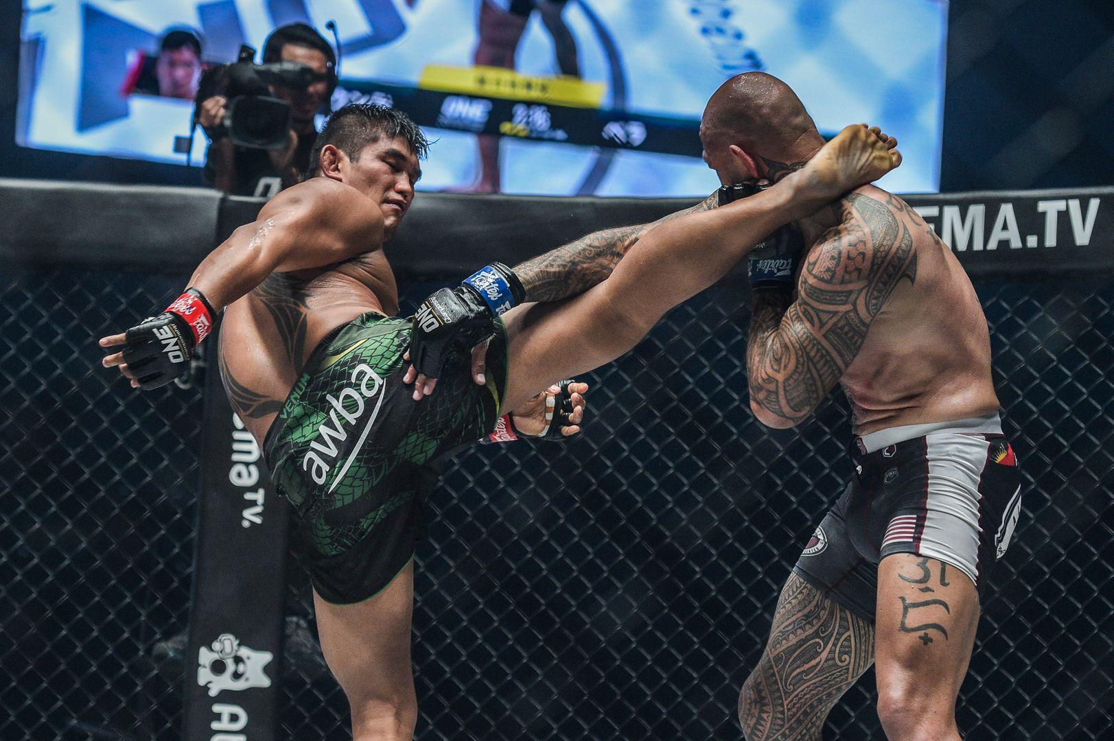 Aung La N Sang kicks Brandon Vera – one championship century